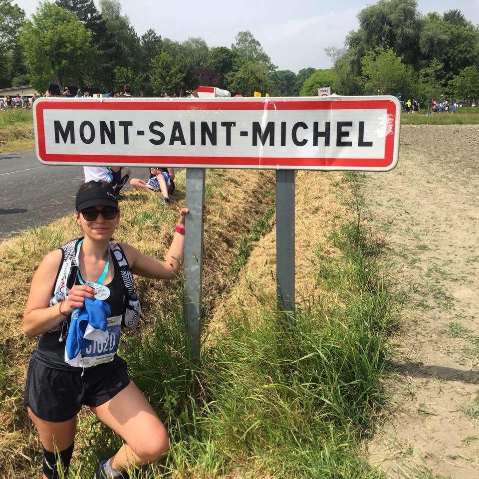 Mathilde à l'arrivée du semi-martahon du Mont Saint-Michel